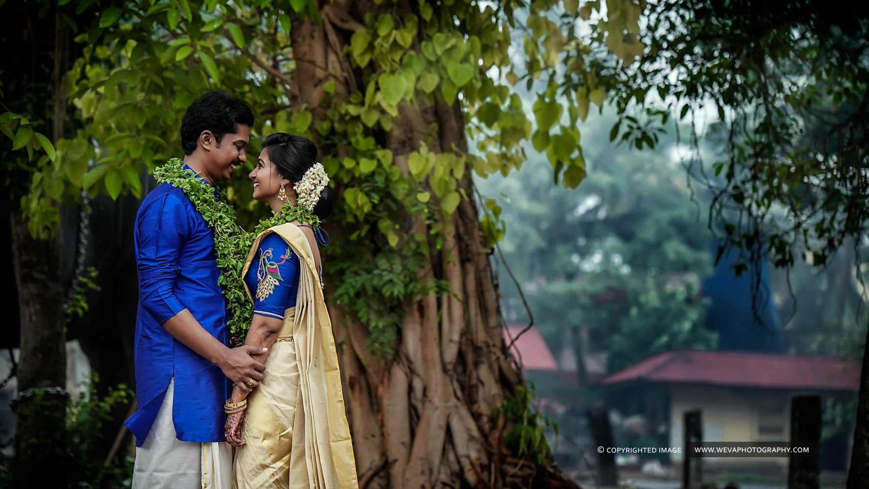 We are searchers for a fairytale love story, and we joyfully went over this touching one.. It was simply so beautiful that we just had to capture it.. This is about Jibin and Anjali whose wedding took place at Guruvayur Temple. It's a big day of their dreams with some delightful outfits and a mess of fun..